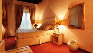 Camere Da Letto Romantiche Con Petali Di Rosa : Cena romantica milano a lume di candela cena romantica petali di rosa